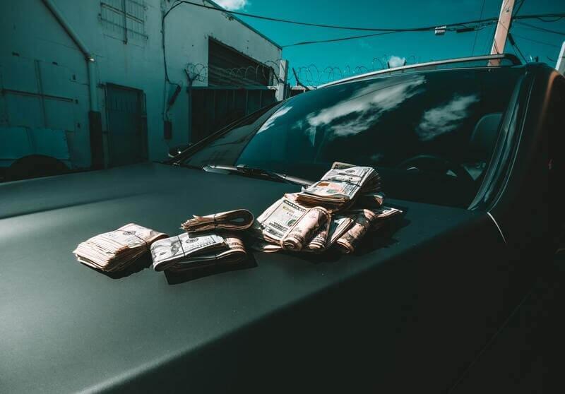 Деньги на машине